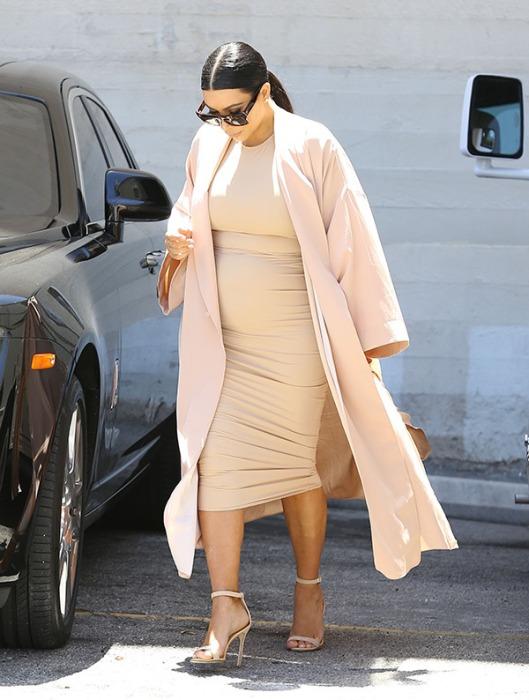 kim-kardashian-baby-bump-nude-dress-ffn-3
